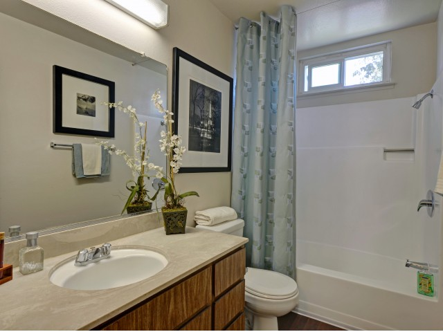 Image of Refinished bathrooms* for Baycliff Apartments