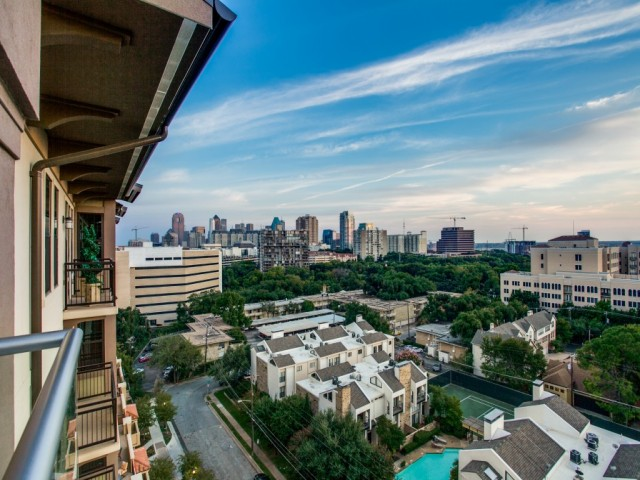 Image of VIEWS: Panoramic Downtown and Calatrava bridge for Cantabria at Turtle Creek Apartments
