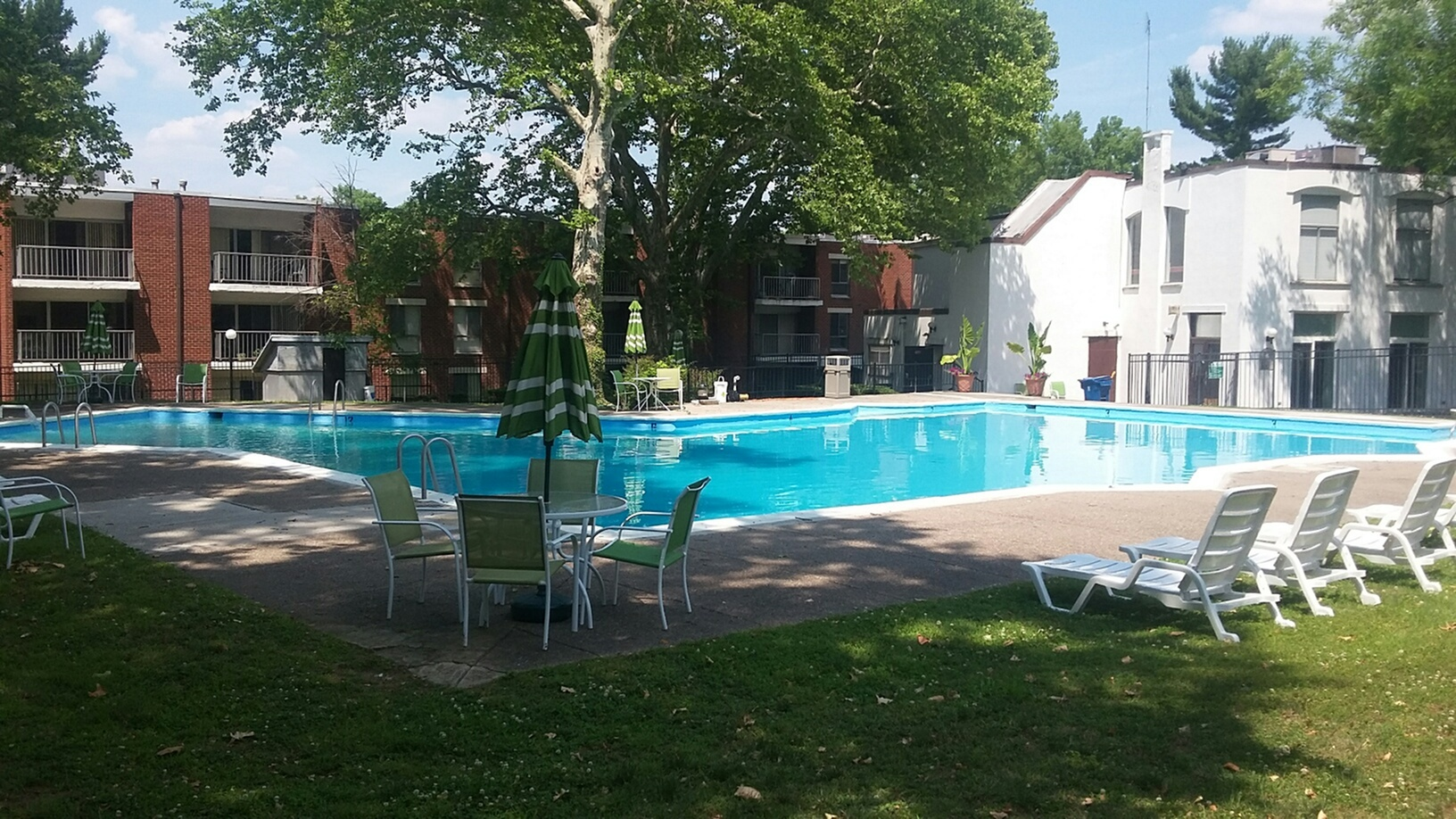 Image of Swimming Pool for Greenbriar Club Apartments