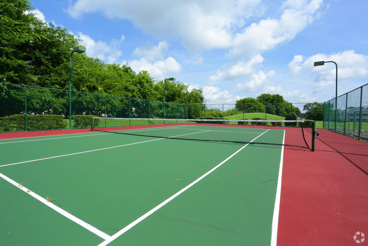 Image of Two tennis courts for Vaughn Lakes