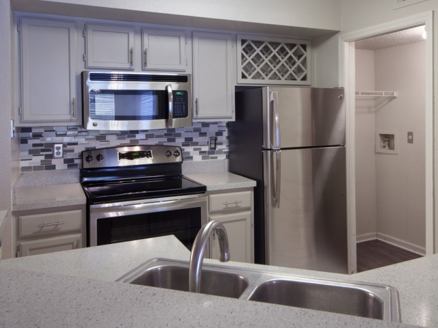 The Summit at MetroWest| Apartments for Rent in Orlando, FL | Kitchen