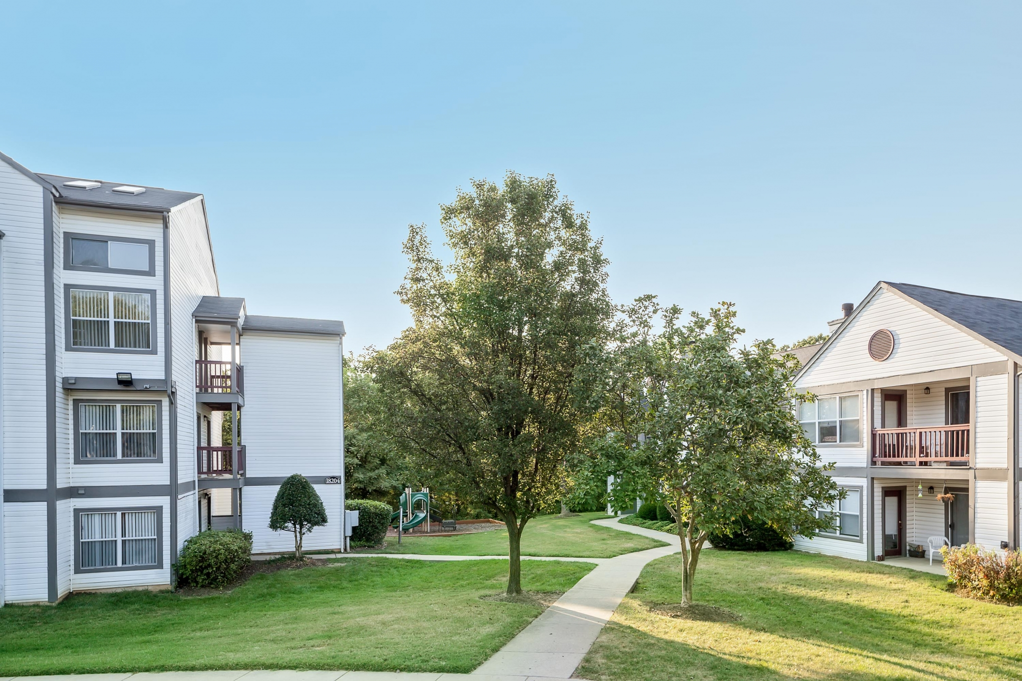 The Verandahs Apartments For Rent in Montgomery Village, MD | Courtyards