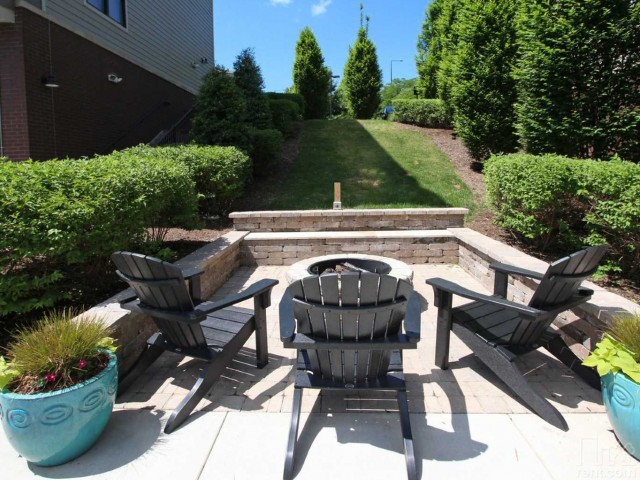 Image of BBQ Grills with Picnic Area for The Landings