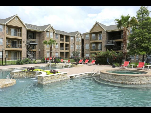 Resort Style Swimming Pool & Hot Tub