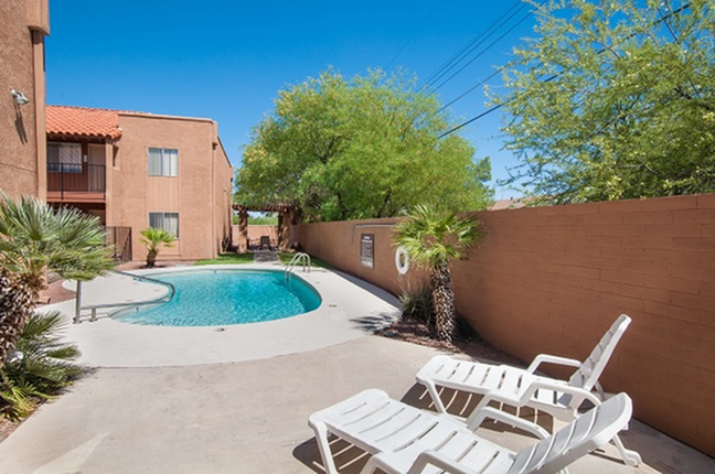 Pool and patio at Acacia Gardens Apartments in Tucson, AZ