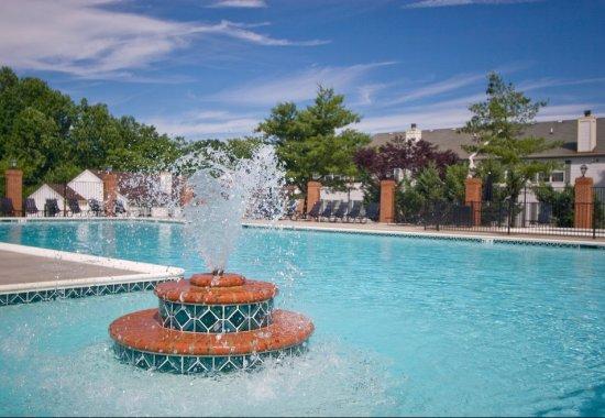 Fountain at Windsor at Pine Ridge Apartments in Elkridge MD