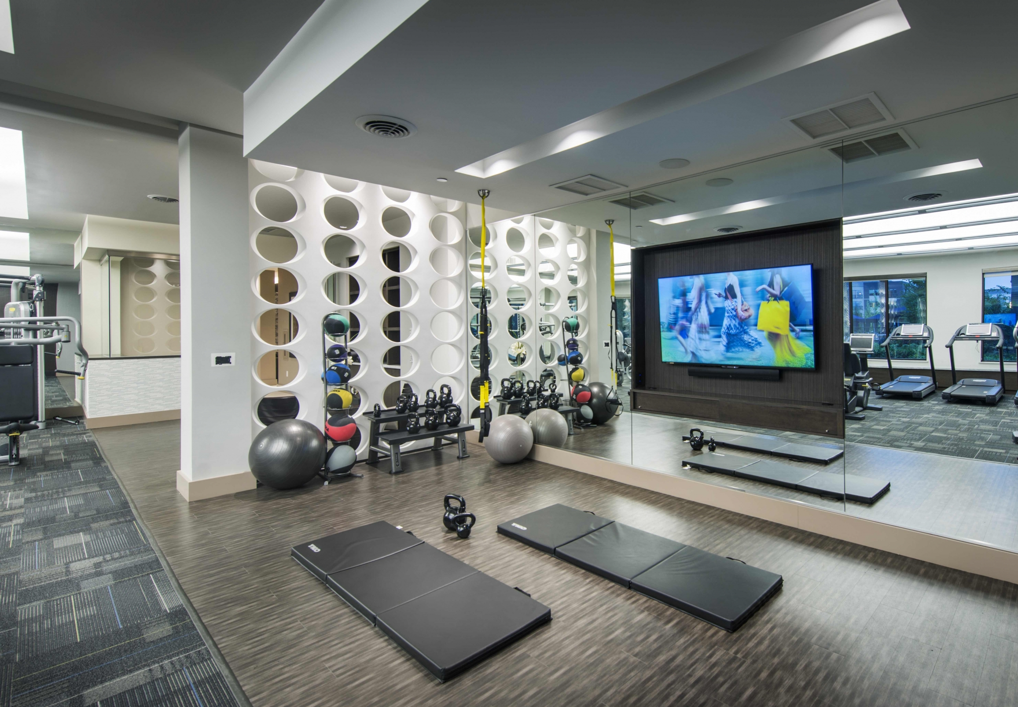 Image of Flex room with TRX, yoga and spin bikes for Viridian Design District