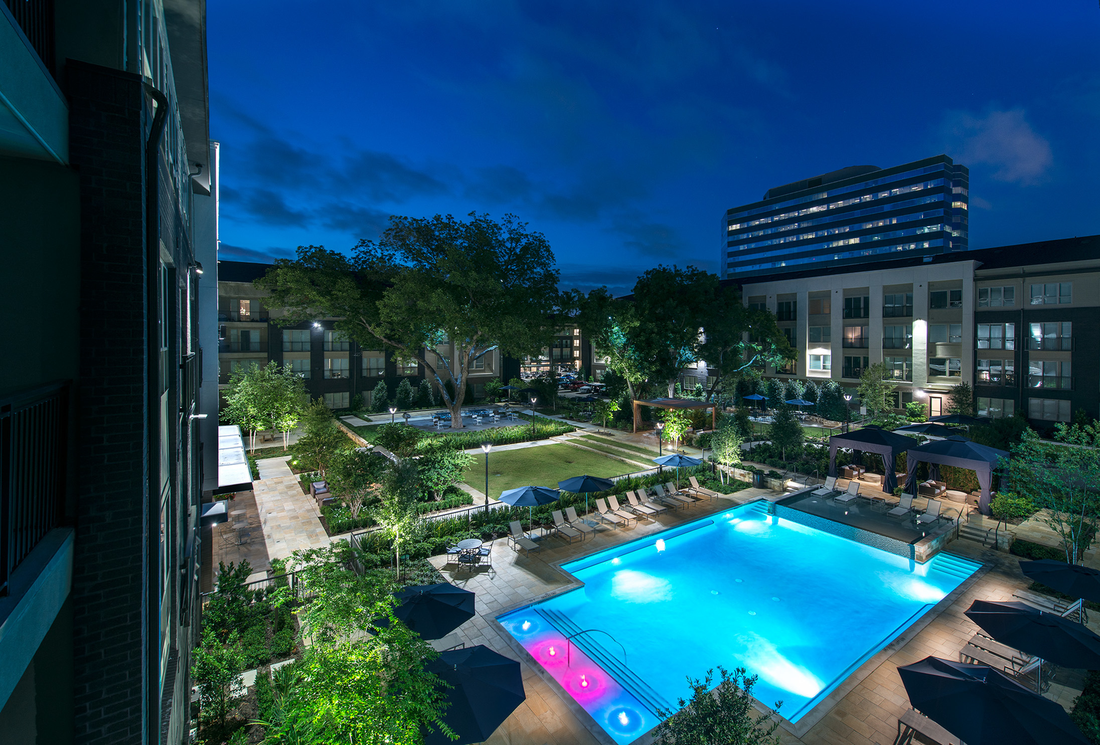 Image of Pool courtyard with resort-style pool for Hanover Midtown Park