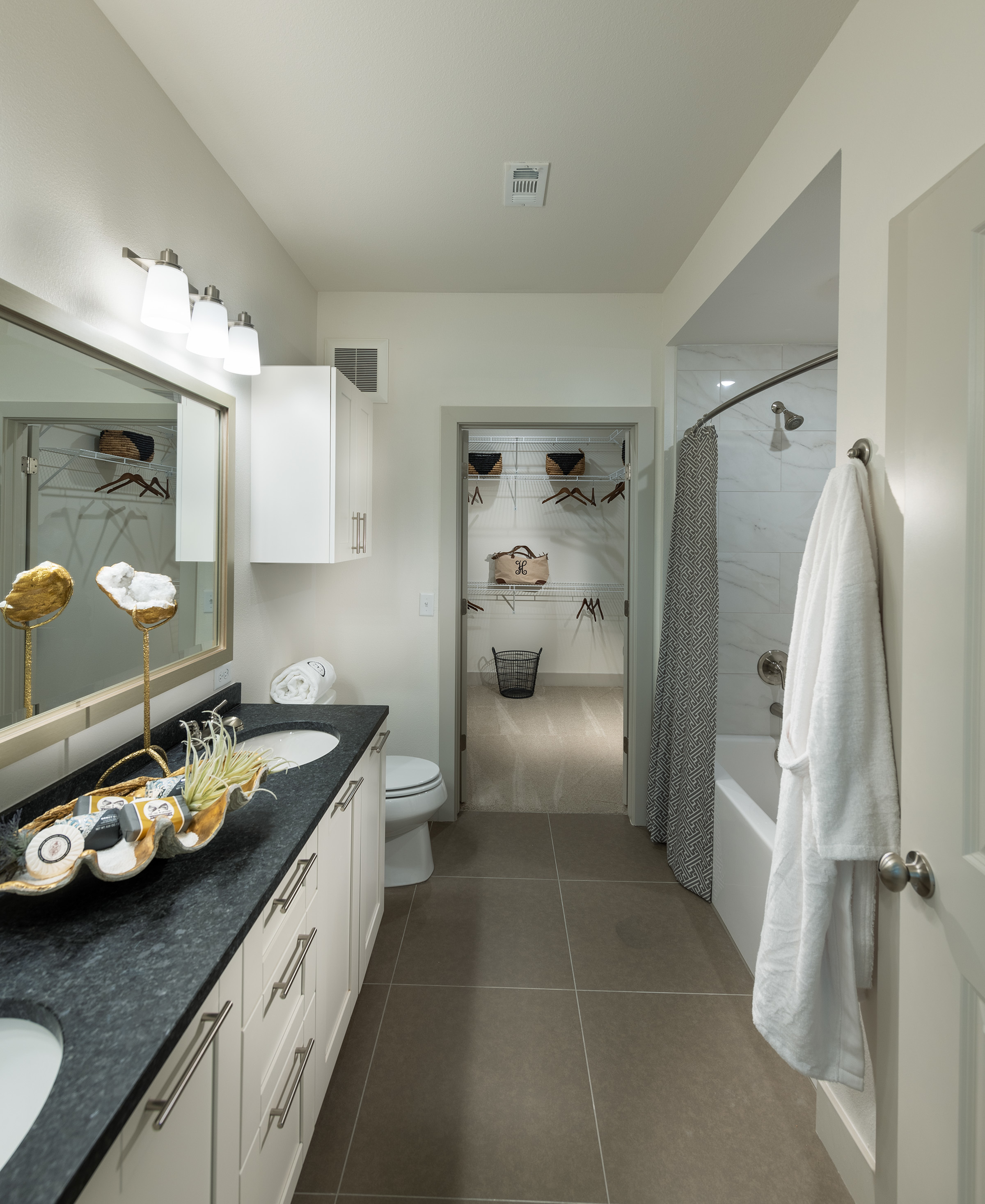 Image of Spa-inspired bathrooms with large soaking tub for Hanover Platt Park