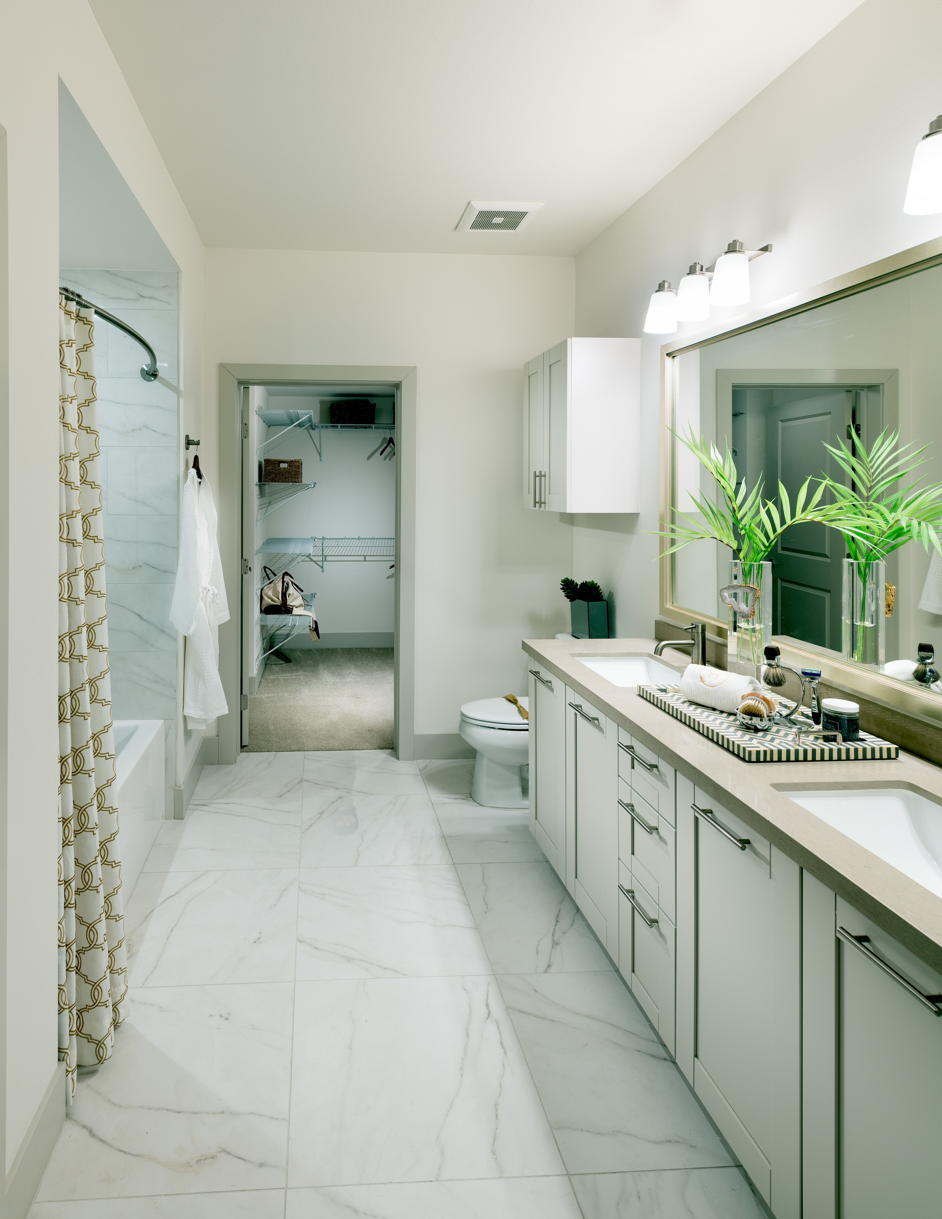 Image of Spa-inspired bathrooms with large soaking tub for Hanover Broadway