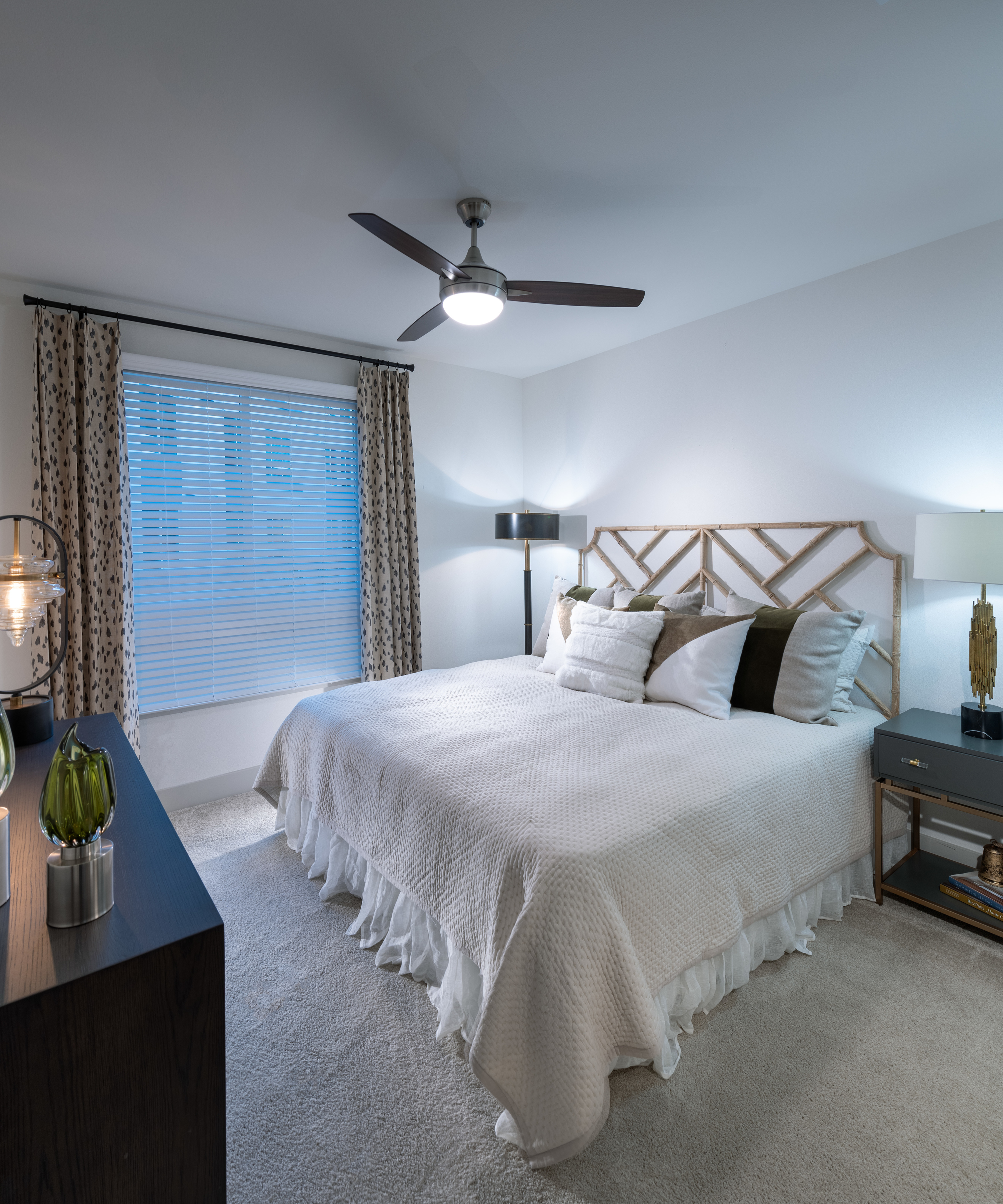 Image of Ample bedrooms that accommodate king-size beds for Hanover Broadway