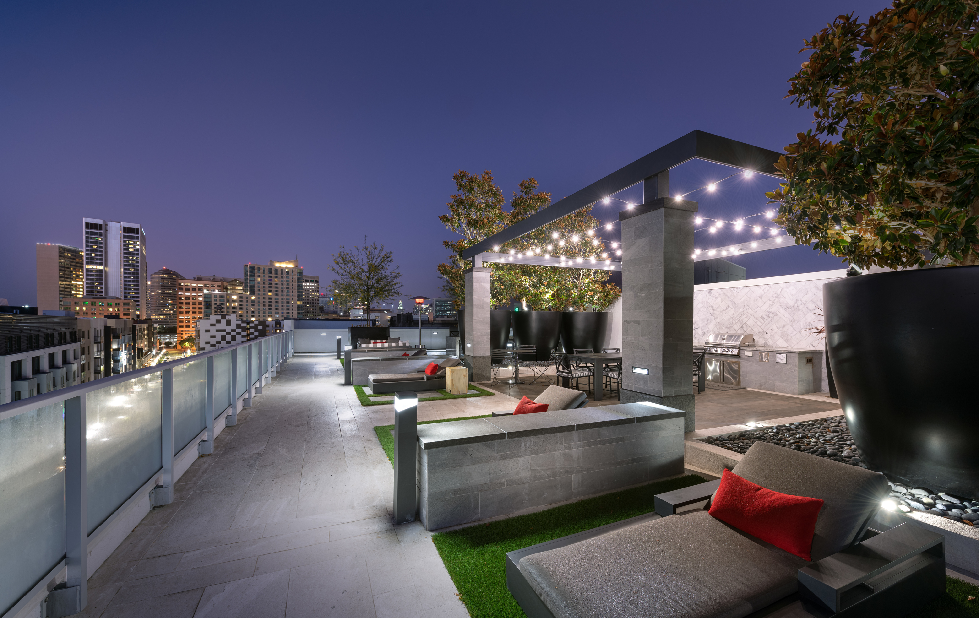 Rooftop Terrace Lounge with Expansive Lawn, Firepit and Outdoor Grilling Areas at Hanover Broadway