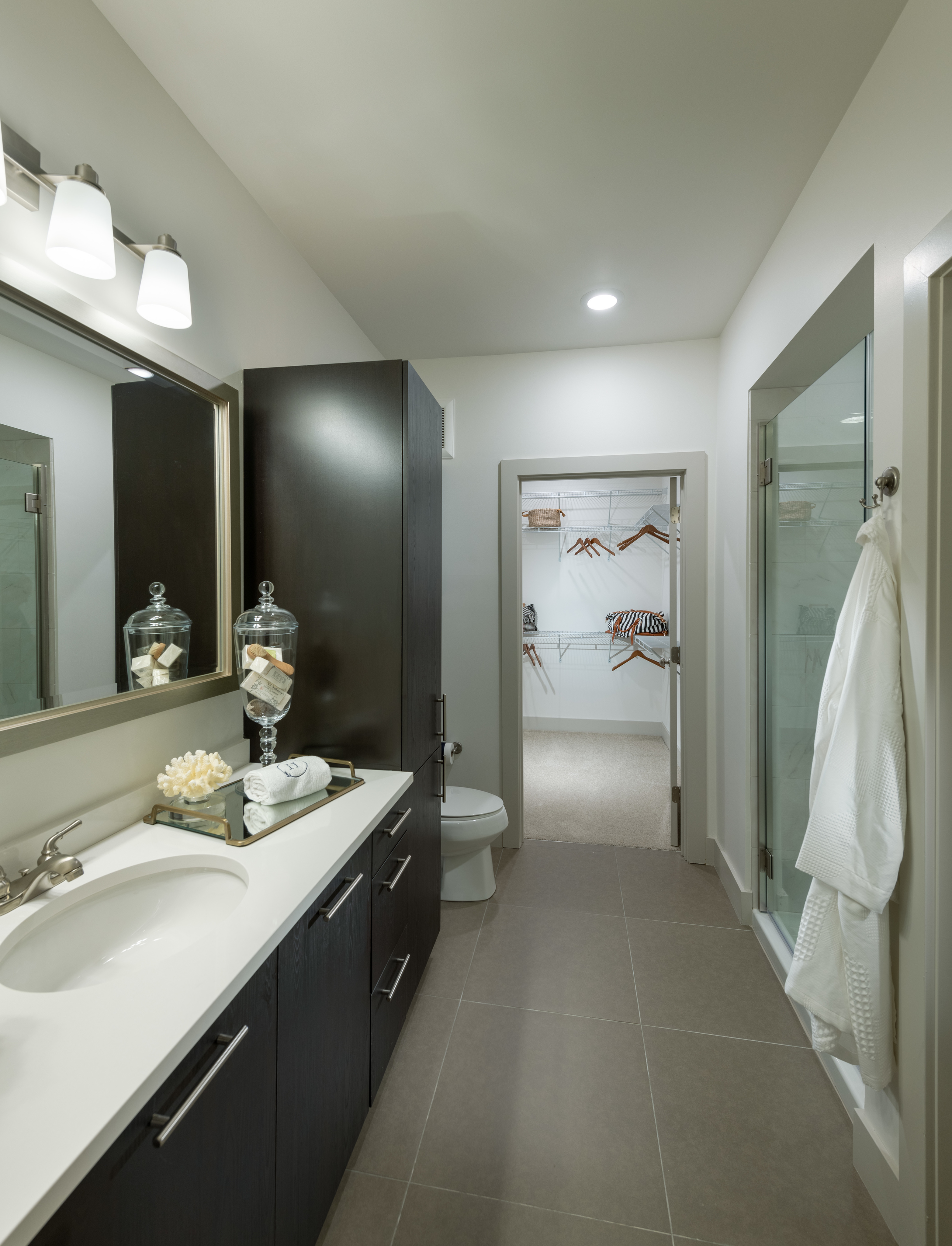Image of Spa-like bathrooms with oversized soaking tubs for Hanover Westford Valley