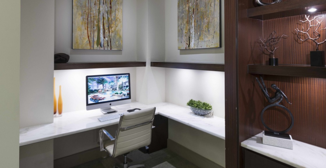 Image of WiFi business lounge with conference space for Hanover Rice Village