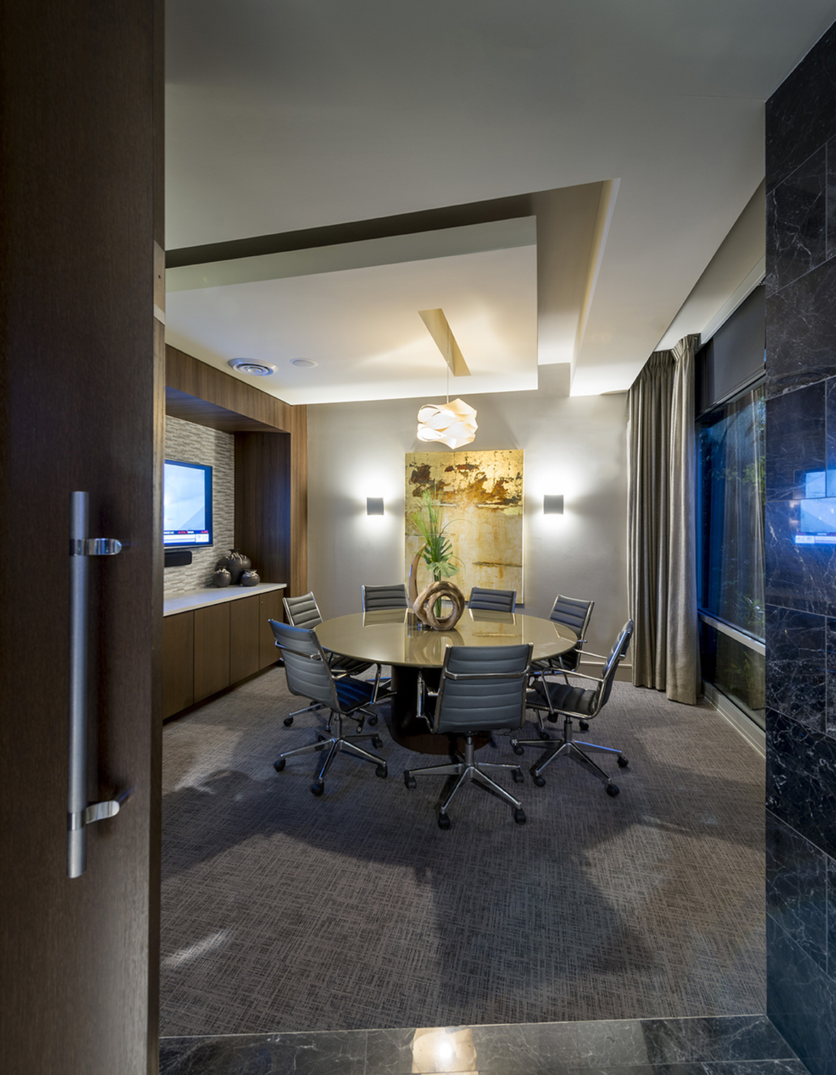 Executive conference room with 70\' presentation TV at Hanover Alewife