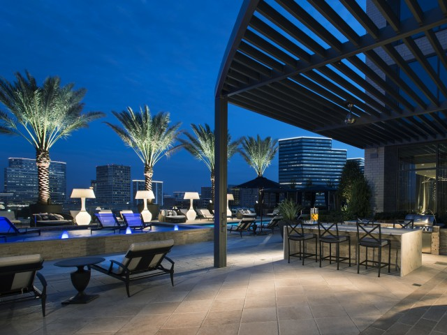 Pool Courtyard and lounge at Hanover Post Oak