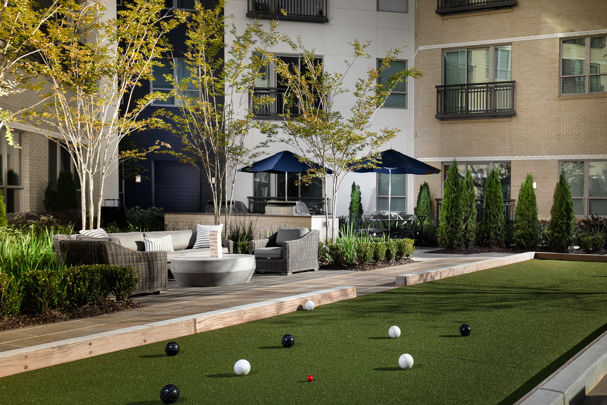 Expansive Resident Courtyard with Outdoor Ping Pong, Bocce Ball, Fountain Feature and Dining Areas at Hanover The LINC Brookhaven