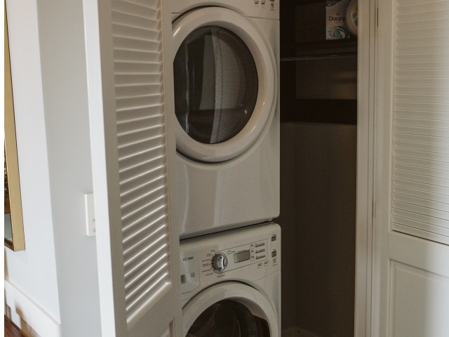 Image of Washer & Dryer for 9 on Canal