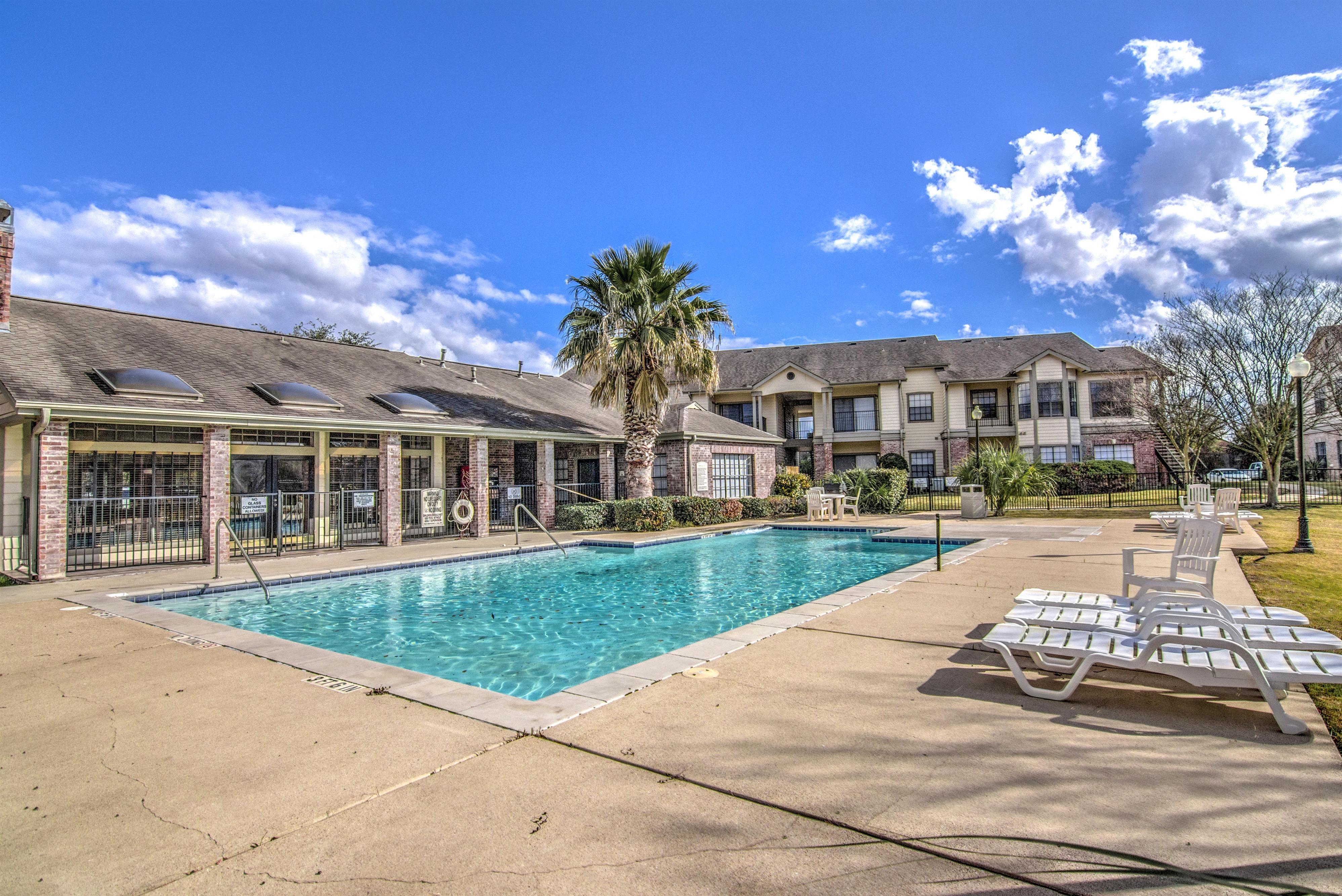 Image of Pool for Ridge Apartments