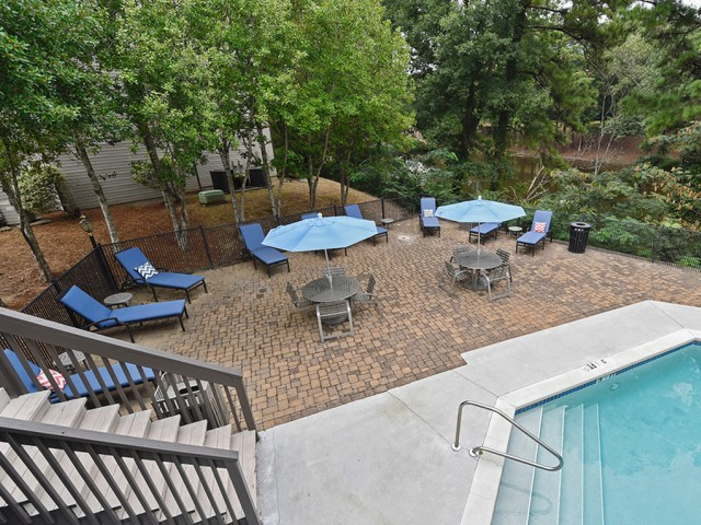Image of Courtyard With Picnic Tables for Haven Apartment Homes