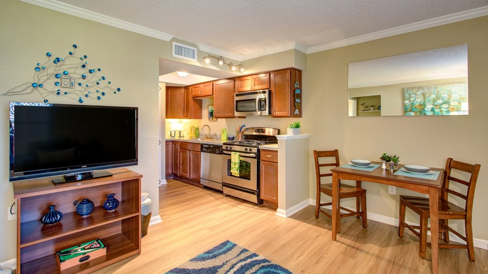 Tampa Apartments Near USF | ULake Apartments Kitchen And Dining Room