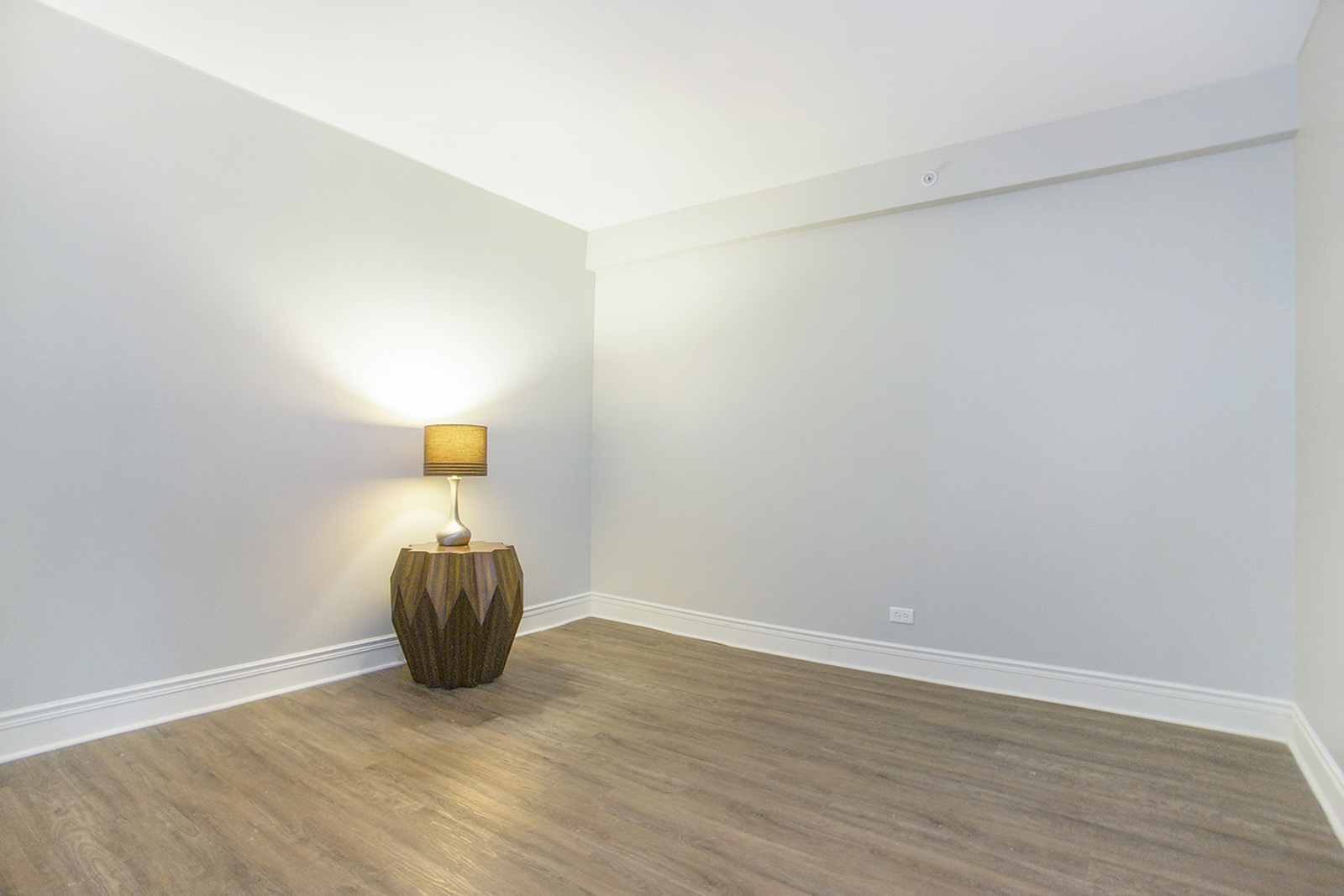 Apartments In Des Plaines | Renew Five Ninety Five