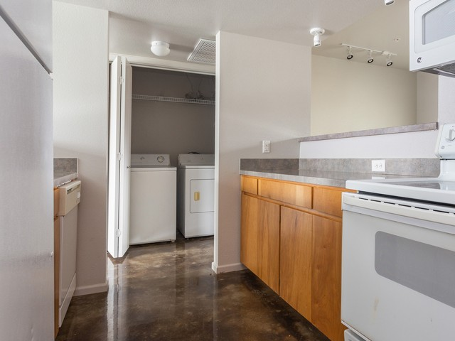 Image of Washer and Dryer Included for The Social SMTX