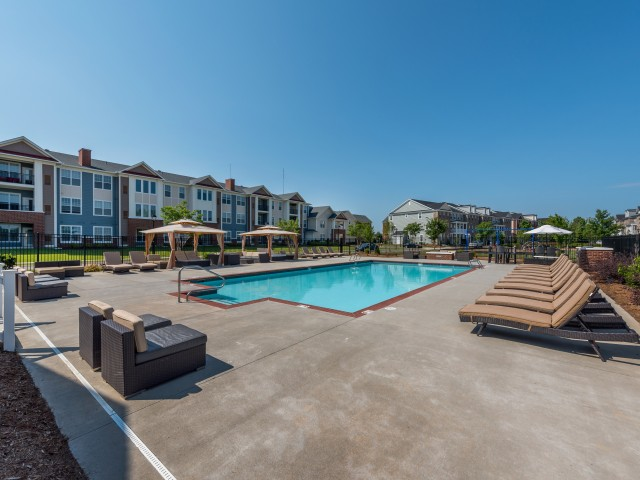 Sparkling Pool | Pinnacle Apartments