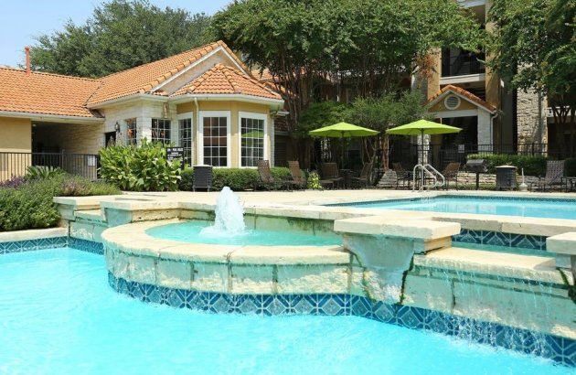 Home is convenient to highways, shopping, dining and all the entertainment of Austin