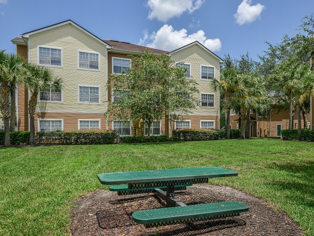 Grandeville on Saxon | Gated apartment community