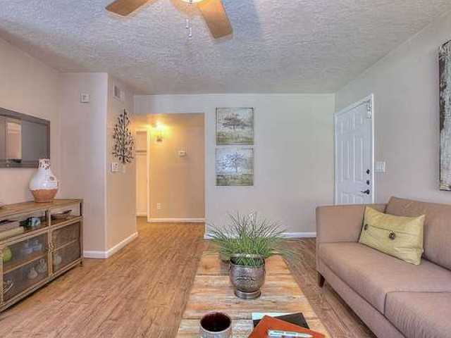 LIving room with hardwood flooring in 1 bedroom apartment at Vizcaya | Santa Fe apartments