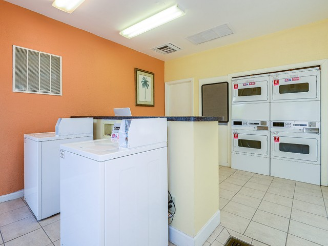 Apartment complex laundry facility | Plantation Club at Suntree