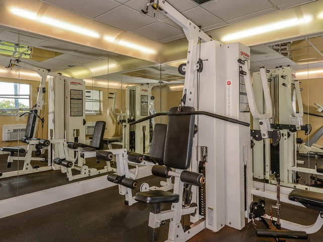 Plantation FL apartment gym