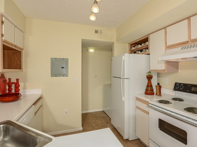 Royal St George apartment kitchen with electric appliances | West Palm Beach FL