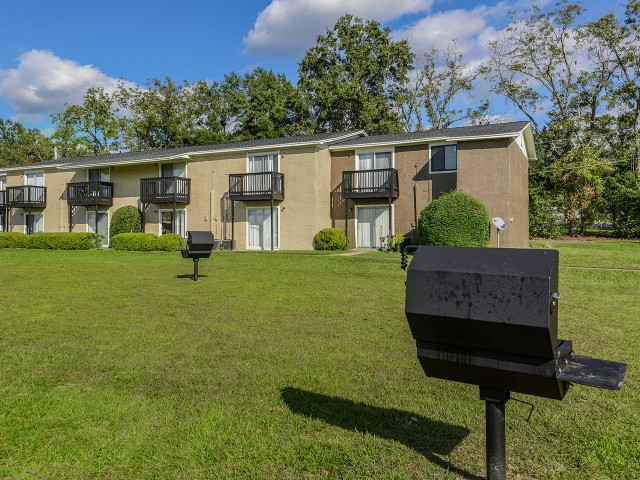 Outdoor grilling   Mission Grove apartment community