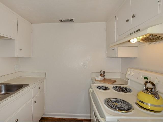 Kitchen | Electric appliances | Mission Grove apartments