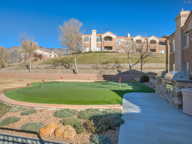 putting green at Altezza apartment community in NM