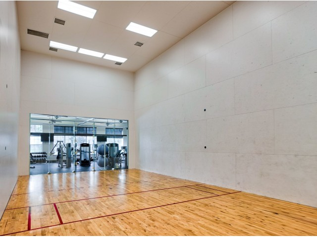 Ocala apartments with Racquetball court