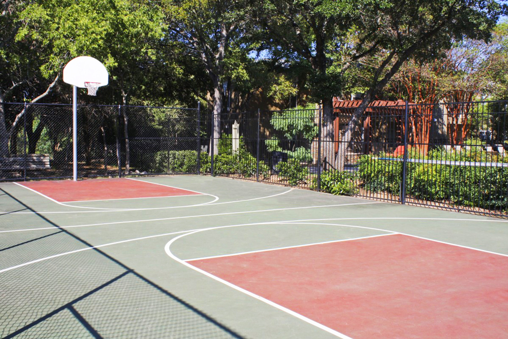 Tennis court   Basketball court   Northland at the Arboretum