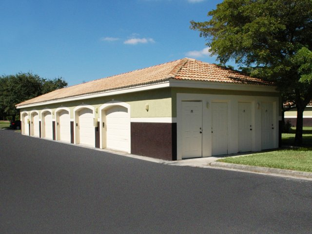 Apartments with garage | Fort Myers FL