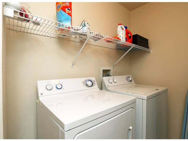 Sanford FL apartment with washer and dryer