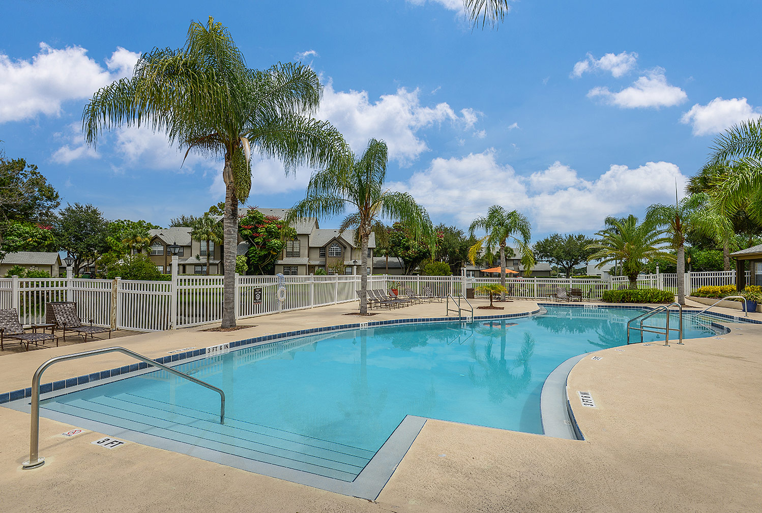 Caribbean Isle apartments with pool