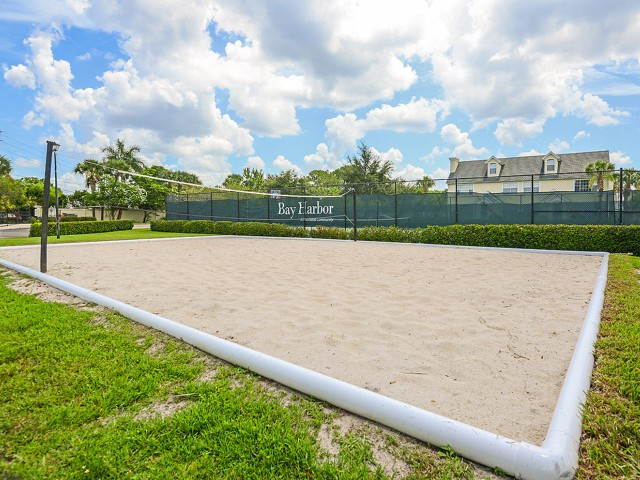 Fort Myers apartments with volleyball
