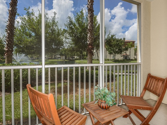 Apartment screened-in patio | Yacht Club