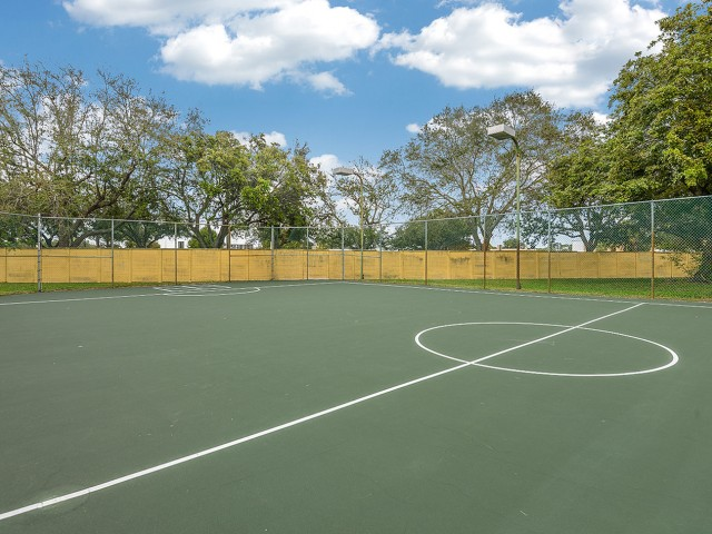 Plantation FL apartments with tennis