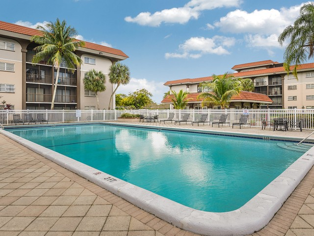 Plantation FL apartments with pool