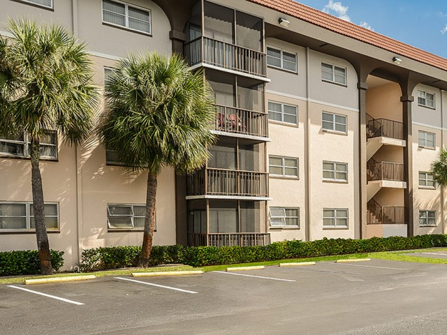 Del Oro apartments with laundry