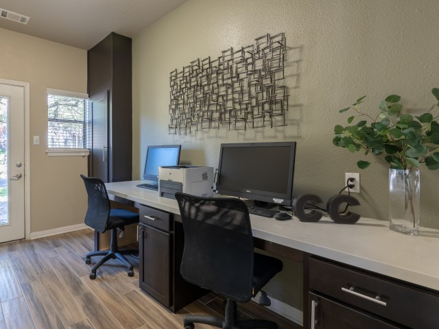 Community business center with internet and printing | Canyon Creek