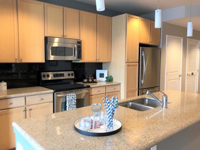 Image of Slab Granite Countertops in Kitchen & Baths for 1600 Glenarm
