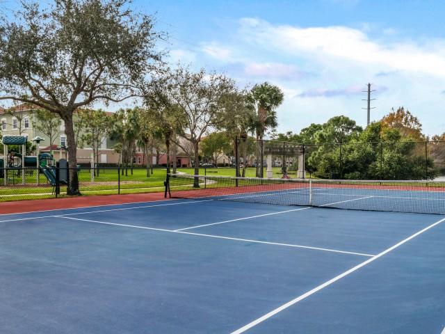 Floresta apartment sport court